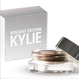 Kylie Cosmetics Creme Shadow Camo